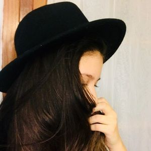 Manhattan Hat Company Accessories - ✨Black Hipster Hat✨ d011e453095